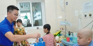 VNPT thăm và tặng quà bệnh nhi Bệnh viện K Tân Triều Hà Nội